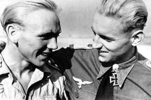 Erich Hartmann (po prawej)